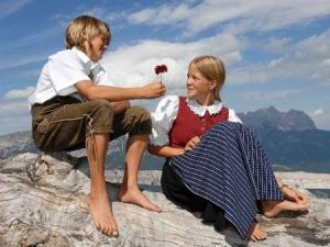 Austria julio y tatia
