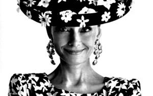 Audrey_hepburn_con_sombrero_y_pendientes_de_Gyvenchy__1988-highlight