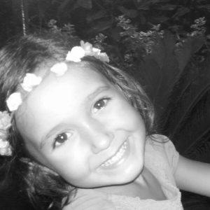 flores en el pelo Claudia