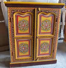 Muebles pintados muebles floreados creciendoentreflores - Muebles estilo indio ...