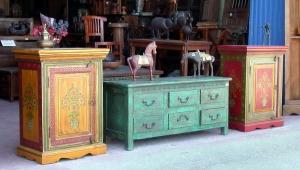 muebles pintados dos mesillas