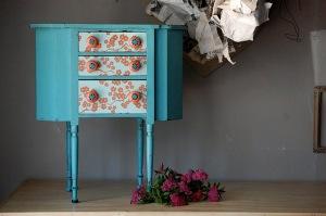 muebles pintados mesilla pequeña
