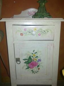 muebles pintados mesillas