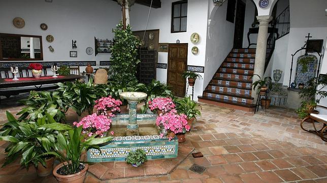 Patios con jardineras creciendoentreflores for Jardineras para patios pequenos