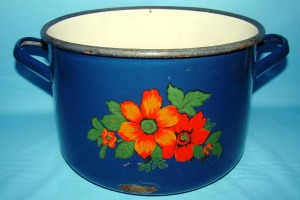 cacerola-enlozada-azul-usada-pinchada-n-24-capea-deco-usada-551211-MLA20480031215_112015-F