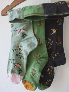 calcetines pájaros y flores