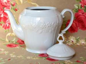 impecable-tetera-porcelana-mozart-blanca-flores-relieve-12147-MLA20055258393_022014-O