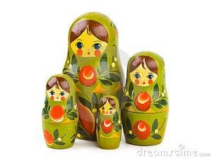 matrioska-ruso-del-juguete-15068887