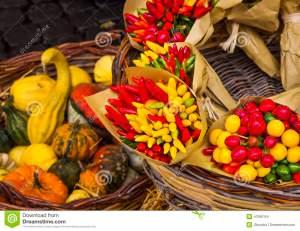 verduras-en-el-mercado-italia-47566164