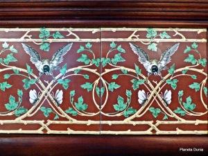 Comillas P1390460 Detalle cerámico El Capricho