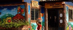 Souvenirladen in Concepción de Ataco mit Frau, Ruta de las Flores