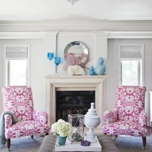 sillones-de-flores-en-salon-blanco-926217