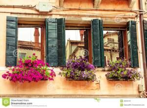 cajas-y-ventanas-de-la-flor-venecia-40532167