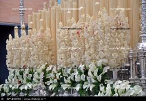 exorno-floral-flores-de-cera-cirios-semana-santa-sevilla_431850
