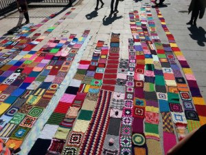 tejiendo-malasana-yarn-bombing-madrid