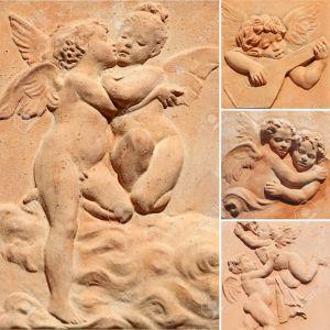 12943104-colecci-n-de-relieves-decorativos-con-im-genes-de-ngeles-en-terracota-toscana-Italia-Foto-de-archivo