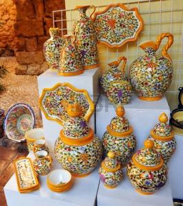 28020648-espanoles-de-ceramica-de-artesania-objetos-la-rambla-provincia-de-cordoba-espana