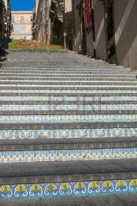 36983720-perspectivas-de-la-famosa-escalera-de-caltagirone-con-sus-caracteristicos-pasos-decoradas