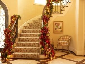 ideas-para-decorar-escaleras-navidad-elegante