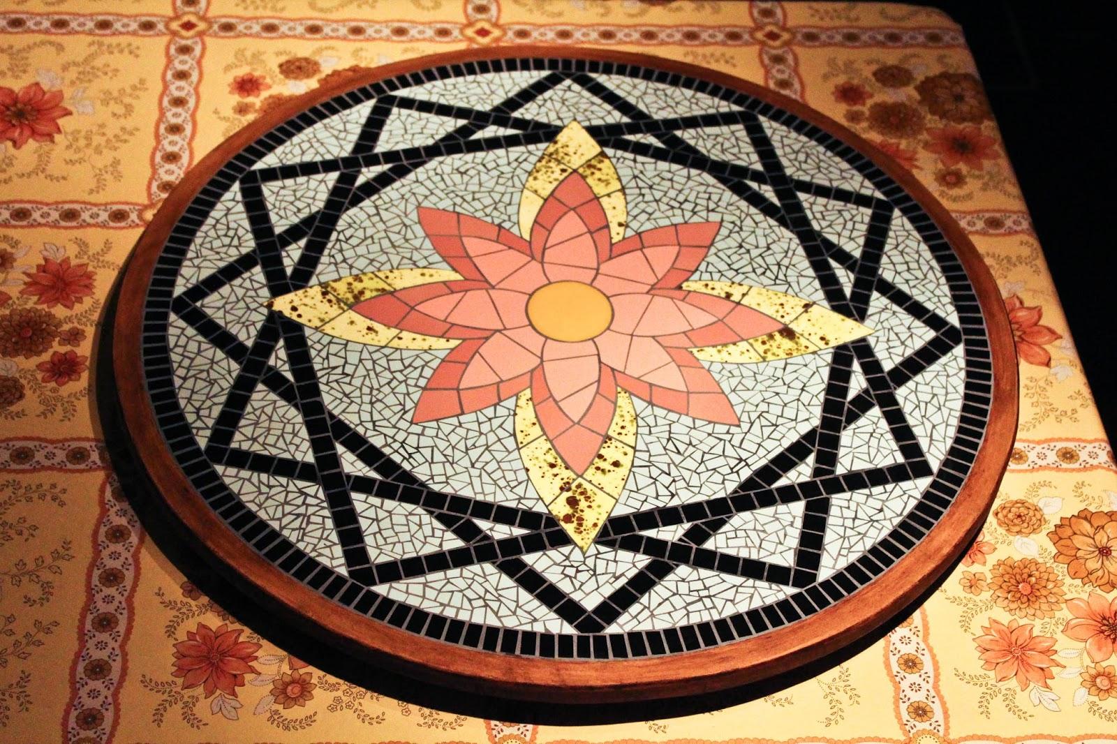 Flores en mosaico creciendoentreflores for Mosaico ceramica