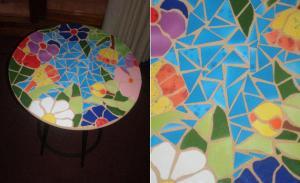 Mesa decorada con mosaico de cerámica, por Noepilar_1