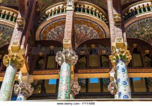 facade-of-the-palau-de-la-musica-catalana-catalan-music-palace-in-fyyabb