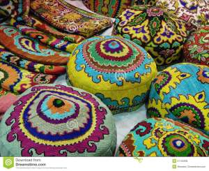 artes-populares-sombreros-nacionales-con-bordado-oriental-del-modelo-51125938