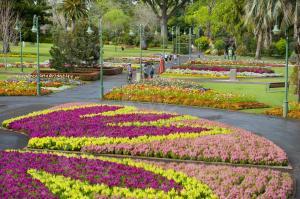 QB0126 Queen's Park Garden and war memorial Toowoomba flower festival QLD_DSC9851