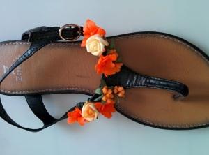 sandalias negras con flores