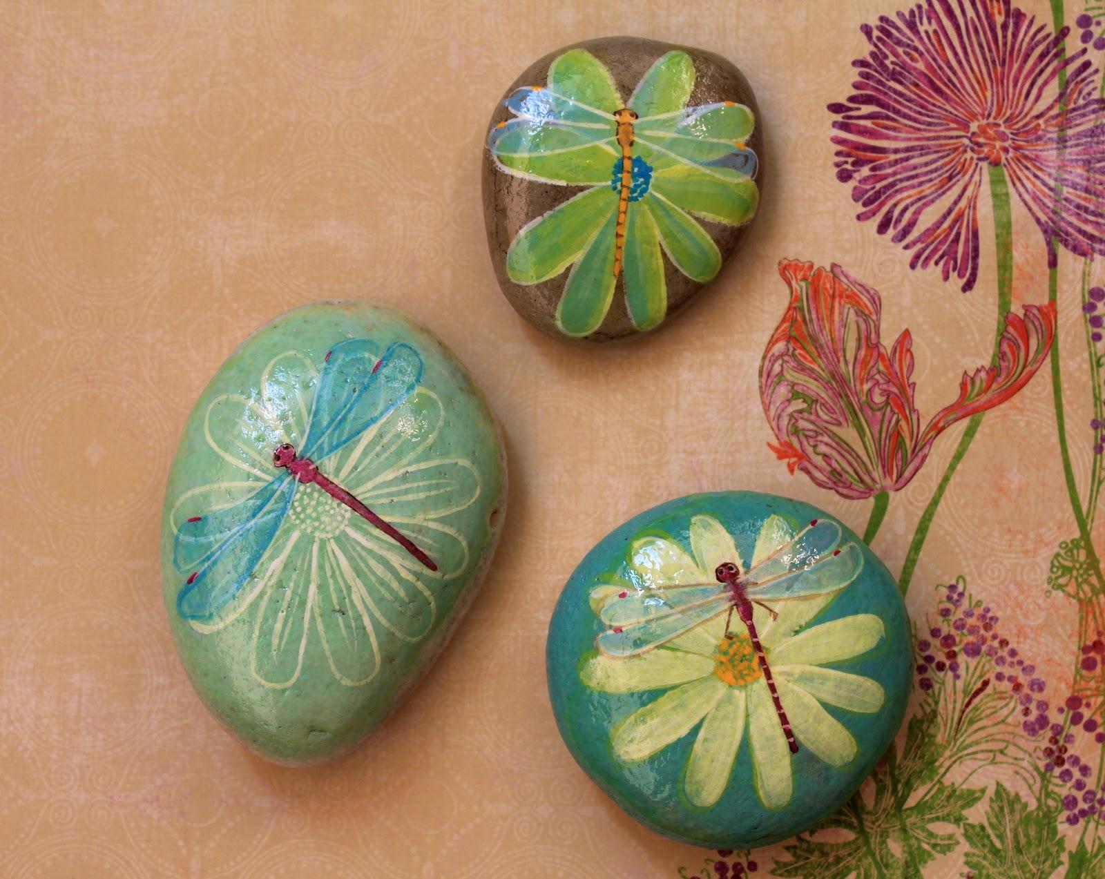 Piedras decoradas con flores y plantas creciendoentreflores for Plantas decoradas con piedras