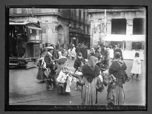 venta-de-aves-en-la-plaza-mayor-hacia-1908-chusseau-flaviens-coleccion-george-eastman