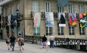 13 julio 2012 página 21 / 14 mayo 2014 página 21 Betanzos.- La Bienal de Pintura Balconadas se ha convertido, por su repercusión, en un atractivo turístico más de la Ciudad de los Caballeros