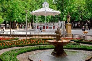 los_parques_urbanos_mas_bonitos_de_espana_para_disfrutar_en_primavera_450459118_1200x800